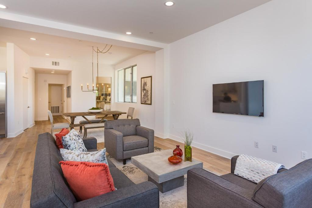 2 Bedroom Apartments In Los Angeles Of Melrose Place Apartments Los Angeles Best Home Design 2018