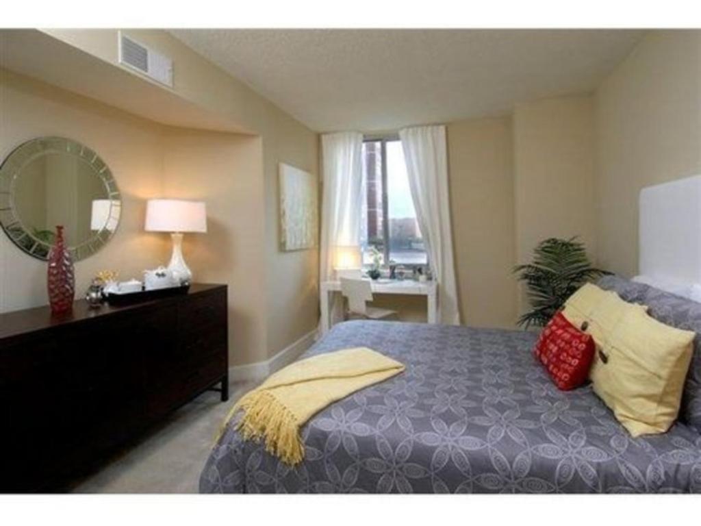 Apartment The Gramercy At Metropolitan Park Arlington Va Bookingcom