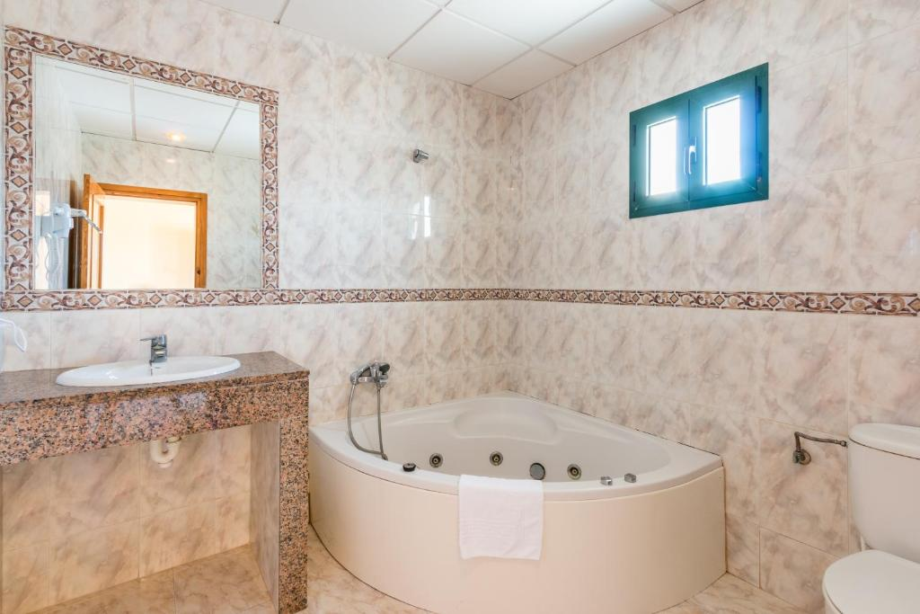 Apartamentos cabo de ba os cala en blanes precios - Imagenes banos ...