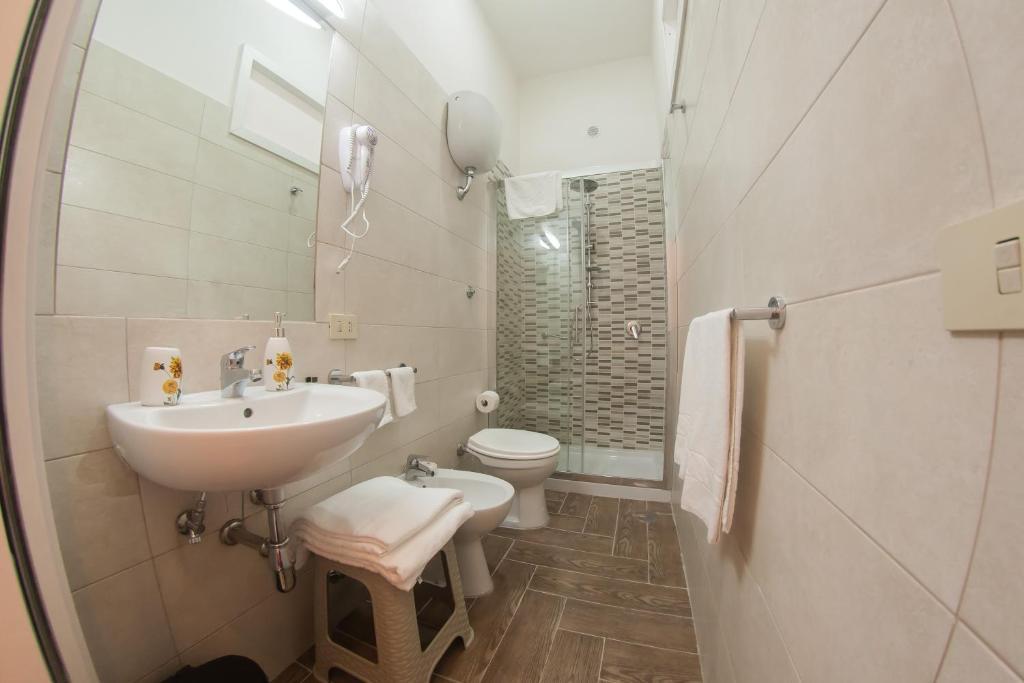 Emejing Badezimmer Deckenhoch Fliesen Oder Nicht Images ...