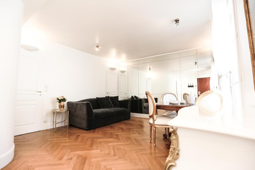 A seating area at Parislux