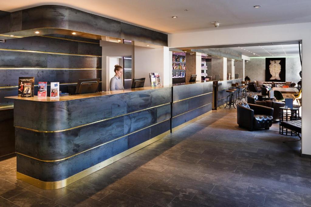 burns fair more hotel. Black Bedroom Furniture Sets. Home Design Ideas