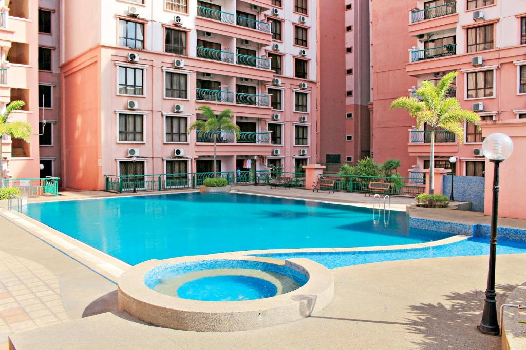 The Swimming Pool At Or Near Ideal Holiday Apartment Marina Court Resort Inium