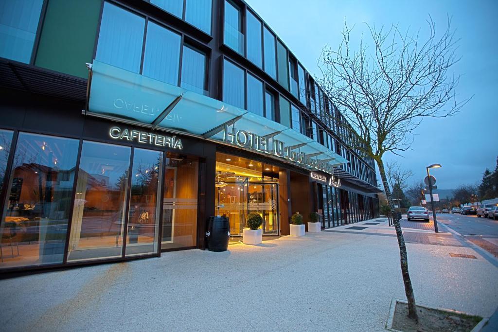 Hotel Jardines de Uleta Suites VitoriaGasteiz Spain Bookingcom