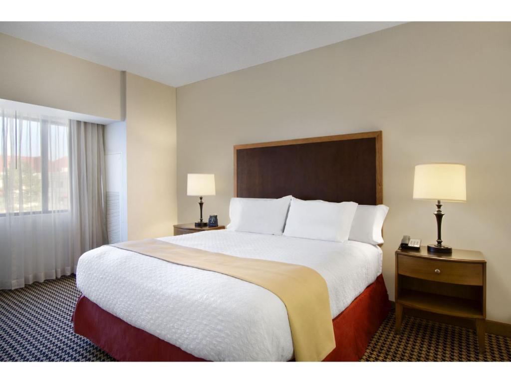 hotel embassy detroit metro romulus mi booking com