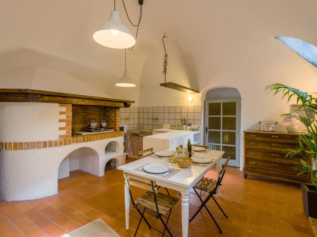 Apartments In Zuccarello Liguria