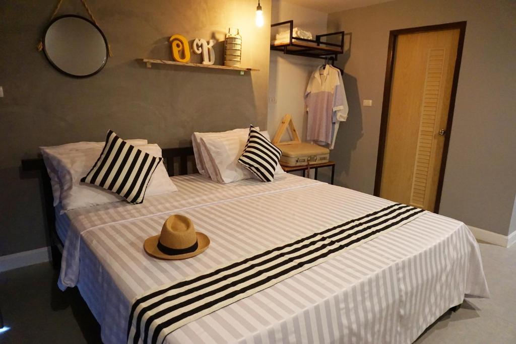 A bed or beds in a room at Hansa Bangkok House