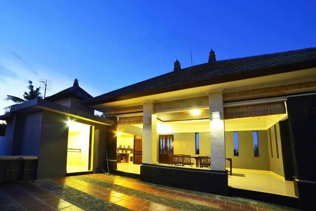 Ganggas Homestay, Jimbaran  Booking
