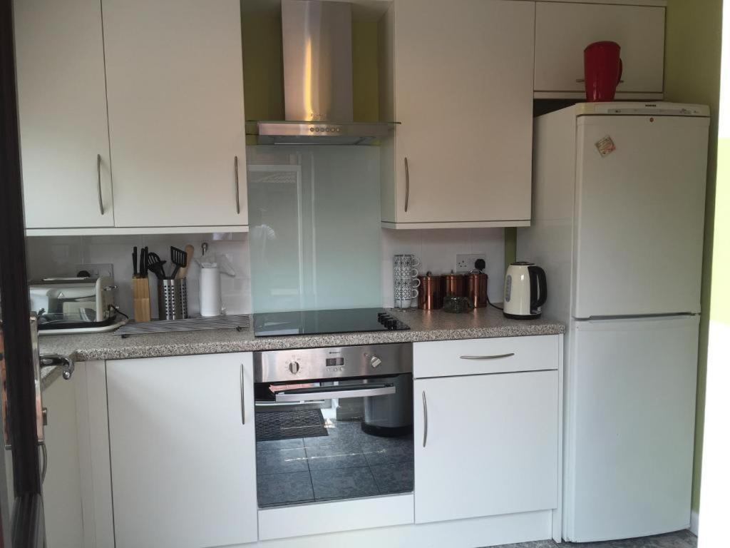 Uncategorized Kitchen Appliances Cardiff holiday home howardian close cardiff uk booking com see all 16 photos