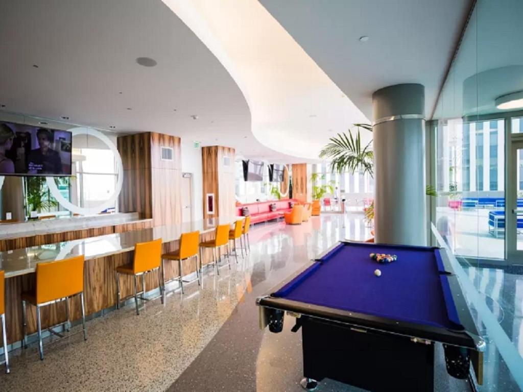 Mid Wilshire Luxury Apartment Los Angeles CA