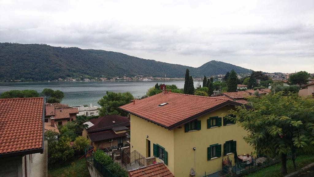 Apartment La Terrazza sul Lago, Sarnico, Italy - Booking.com