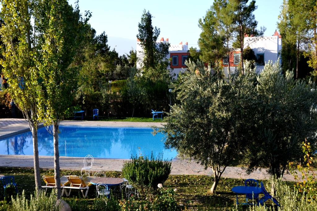 Bazén v ubytování Riad Mimouna De Timnay nebo v jeho okolí
