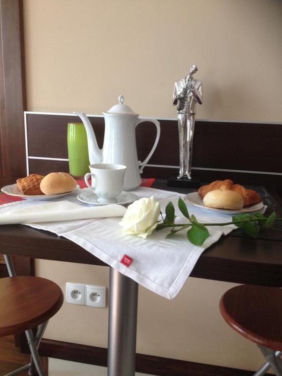 Coffee and tea-making facilities at Apartament Bella Nova Centrum