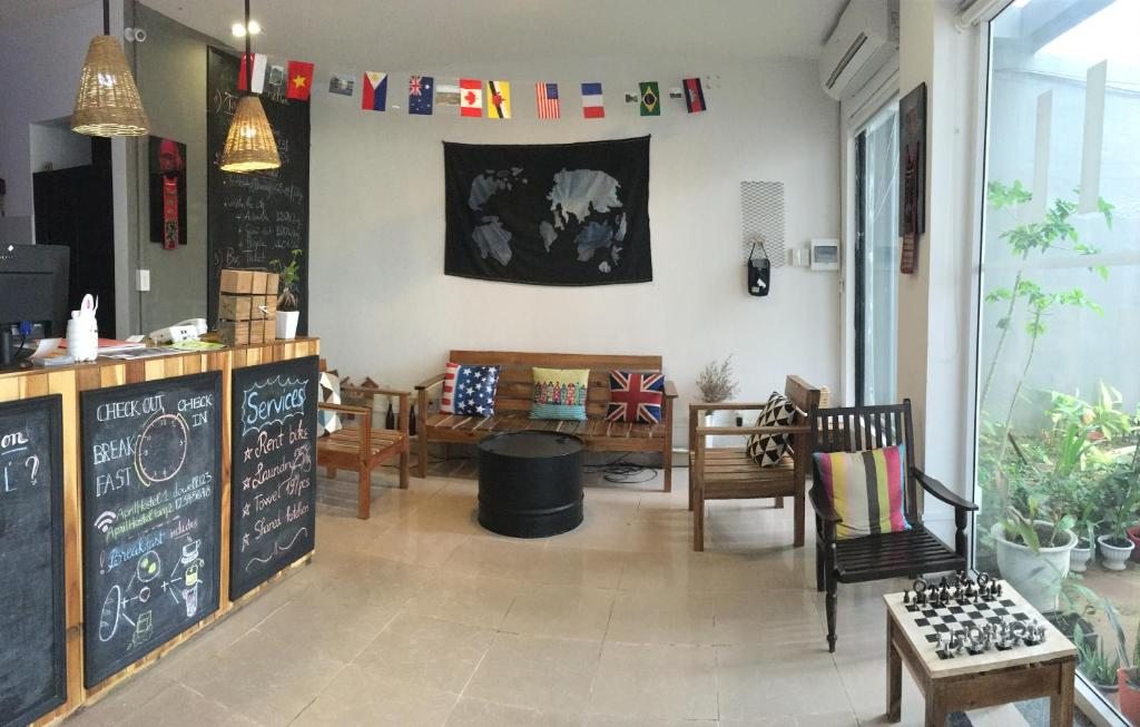 The lounge or bar area at April Hostel