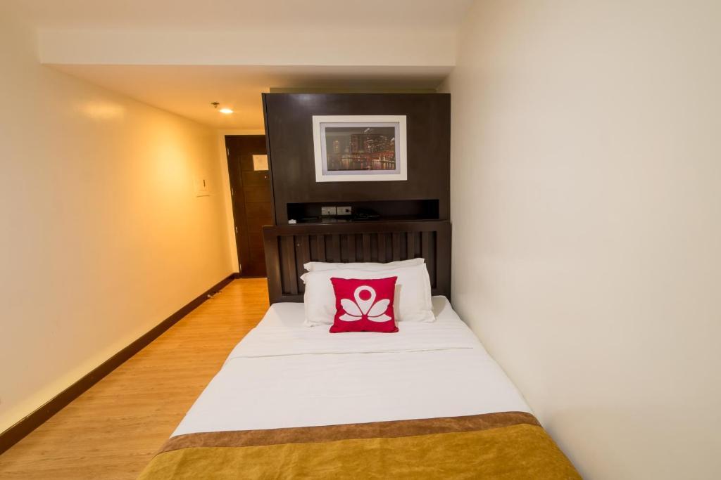 Hotel ZEN Rooms Valdez Street, Angeles, Philippines - Booking.com on