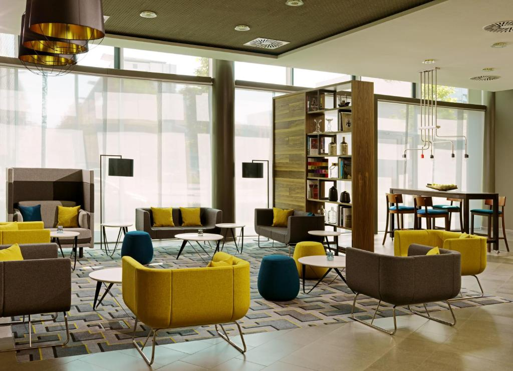 The lounge or bar area at Courtyard by Marriott Berlin City Center