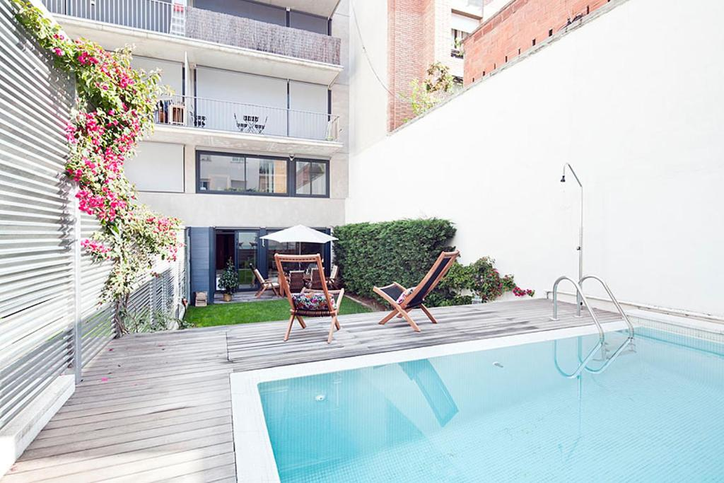 The swimming pool at or near Apartment Barcelona Rentals - Private Pool and Garden Center