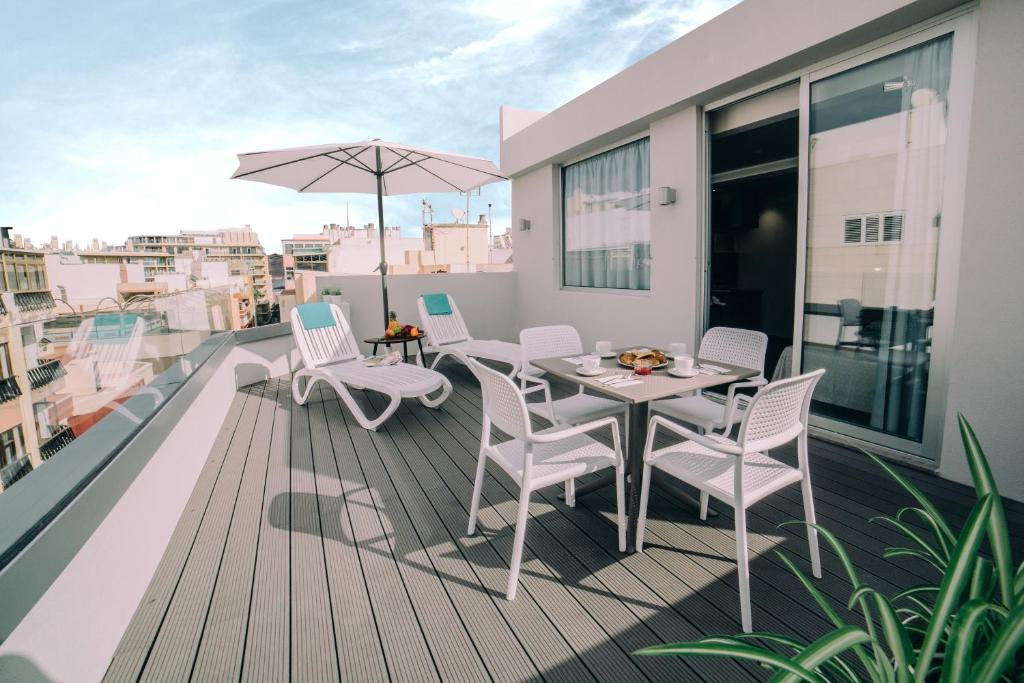 A balcony or terrace at Mannix Urban Apartments