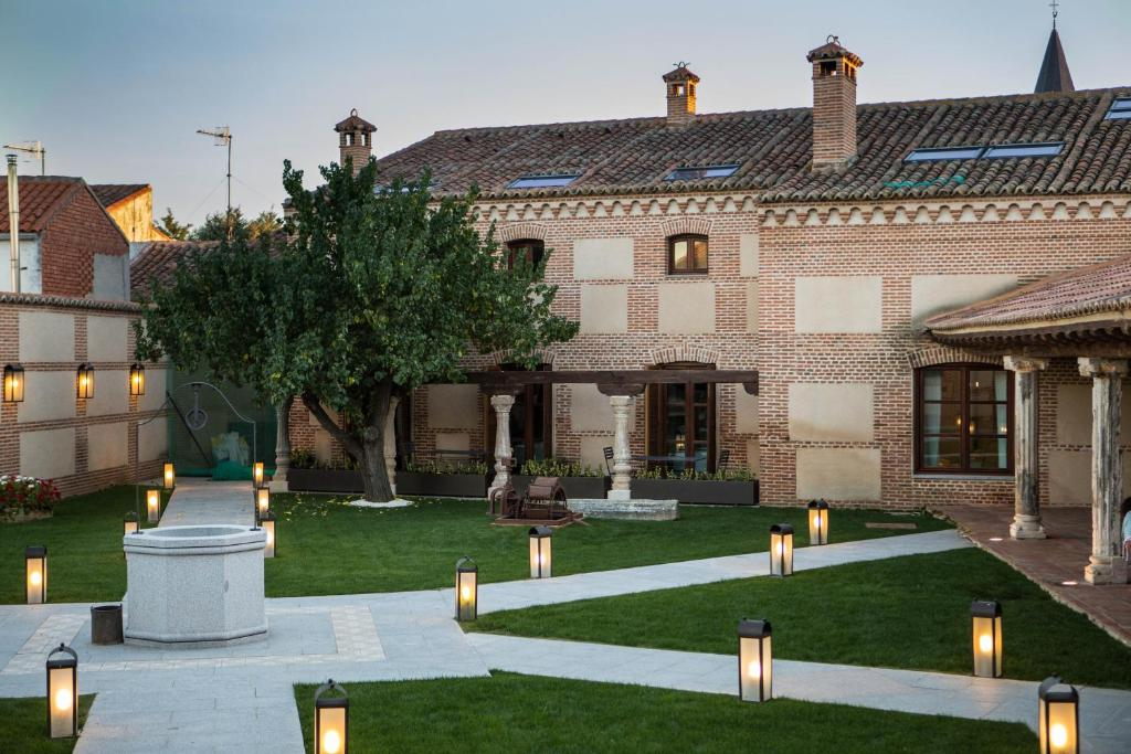 hotels with  charm in madrigal de las altas torres  1