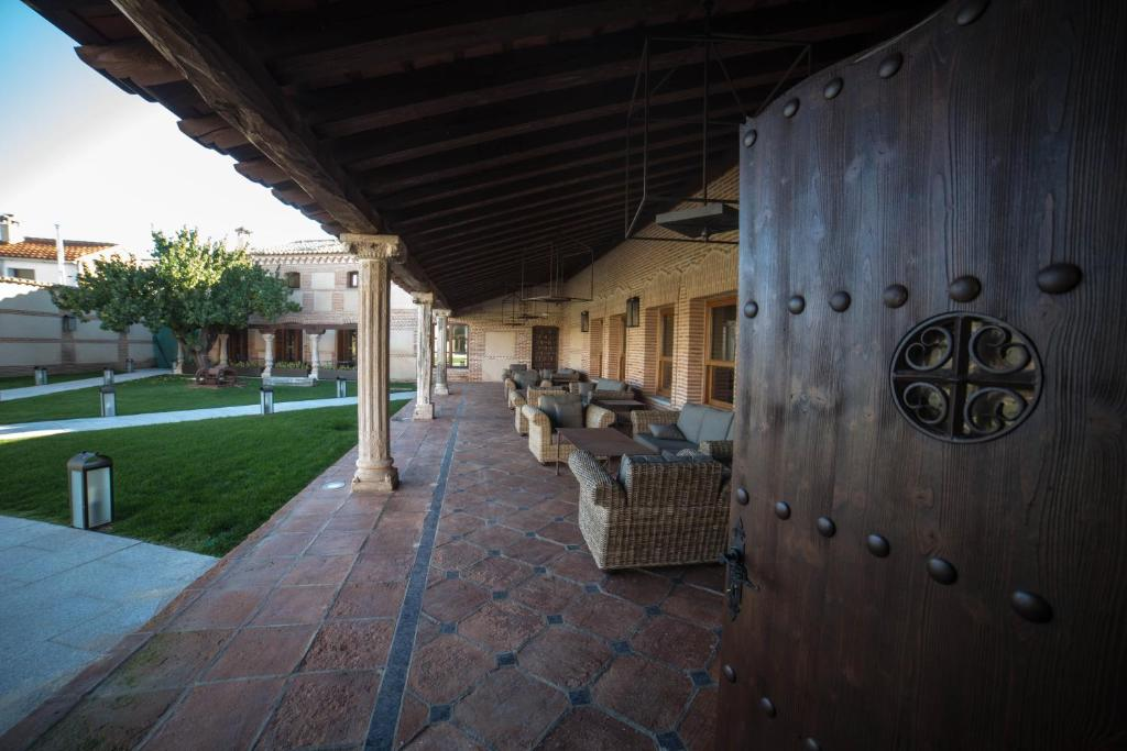 hotels with  charm in madrigal de las altas torres  3