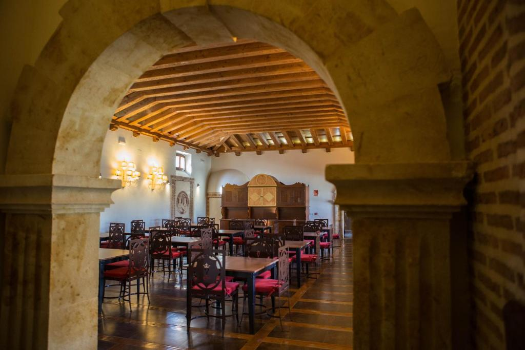 hotels with  charm in madrigal de las altas torres  23