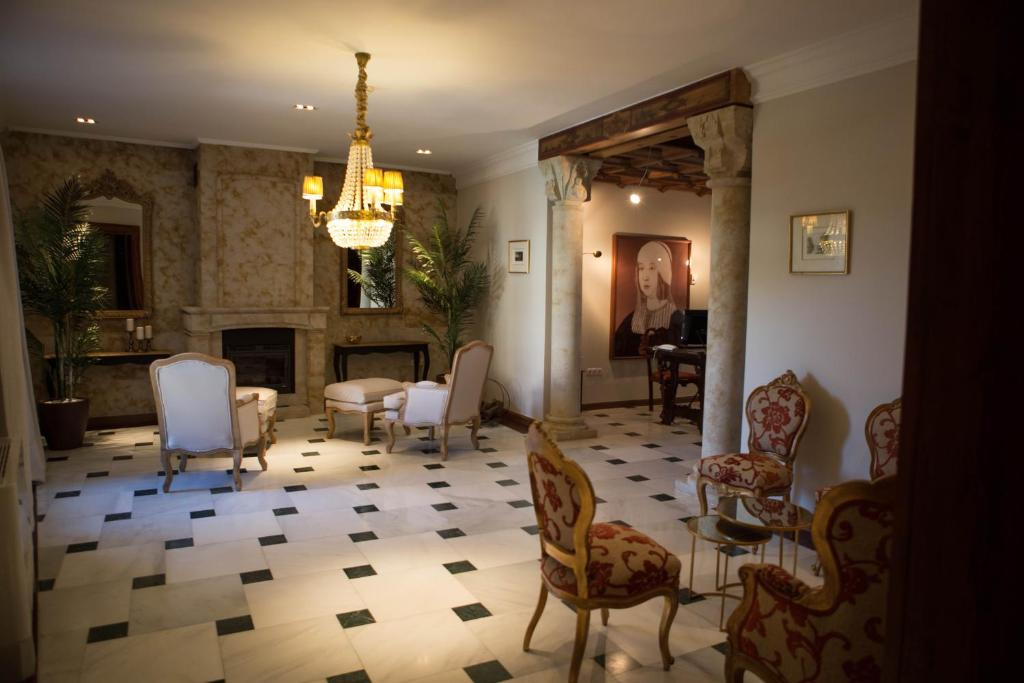 hotels with  charm in madrigal de las altas torres  6