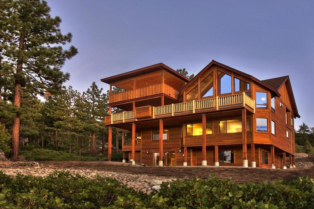 Vacation home 8 bedroom premier lux vacation rental south for Rent a cabin in lake tahoe ca