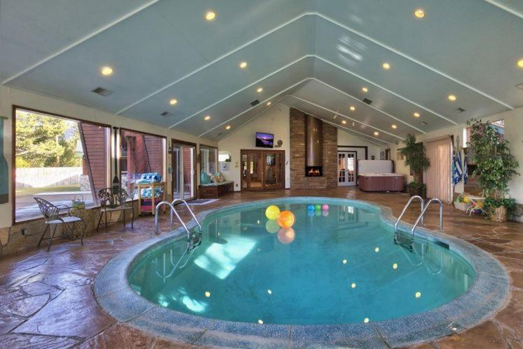 Vacation home 7 bedroom on golf course w indoor pool - Holiday homes with indoor swimming pool ...