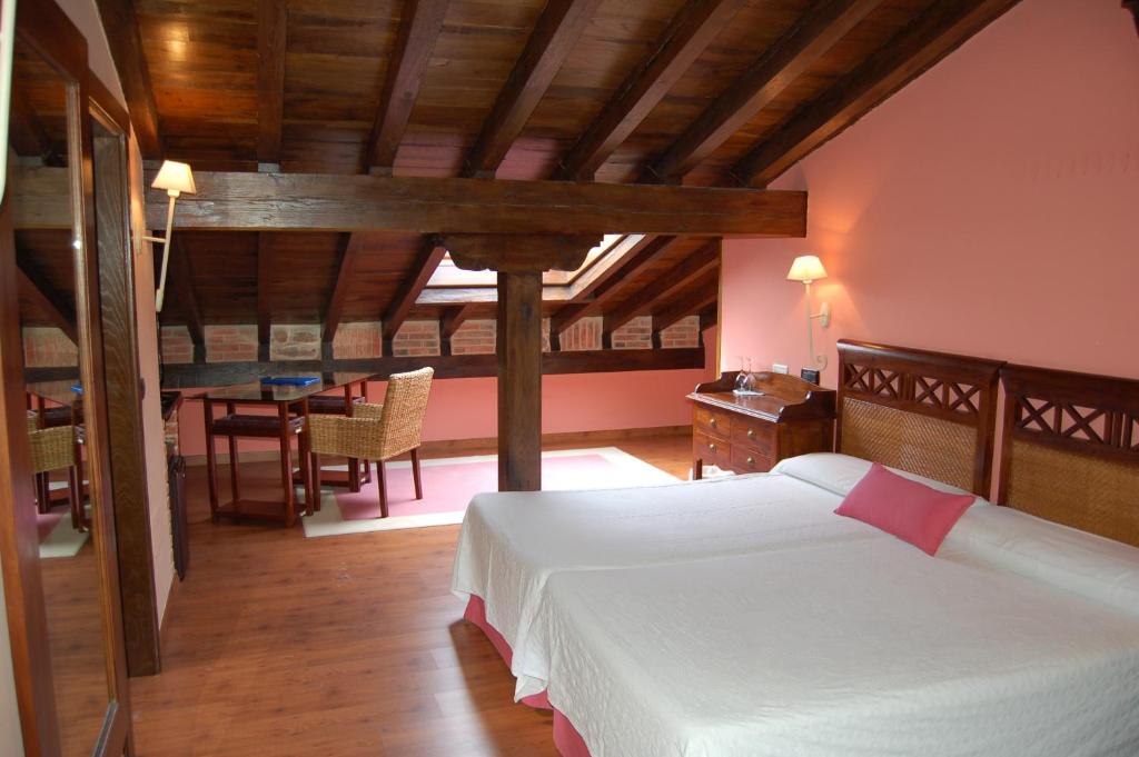 boutique hotels in santillana del mar  66