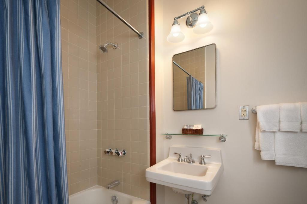 Gallery image of this property. Hotel Colonial Houses  Williamsburg  VA   Booking com