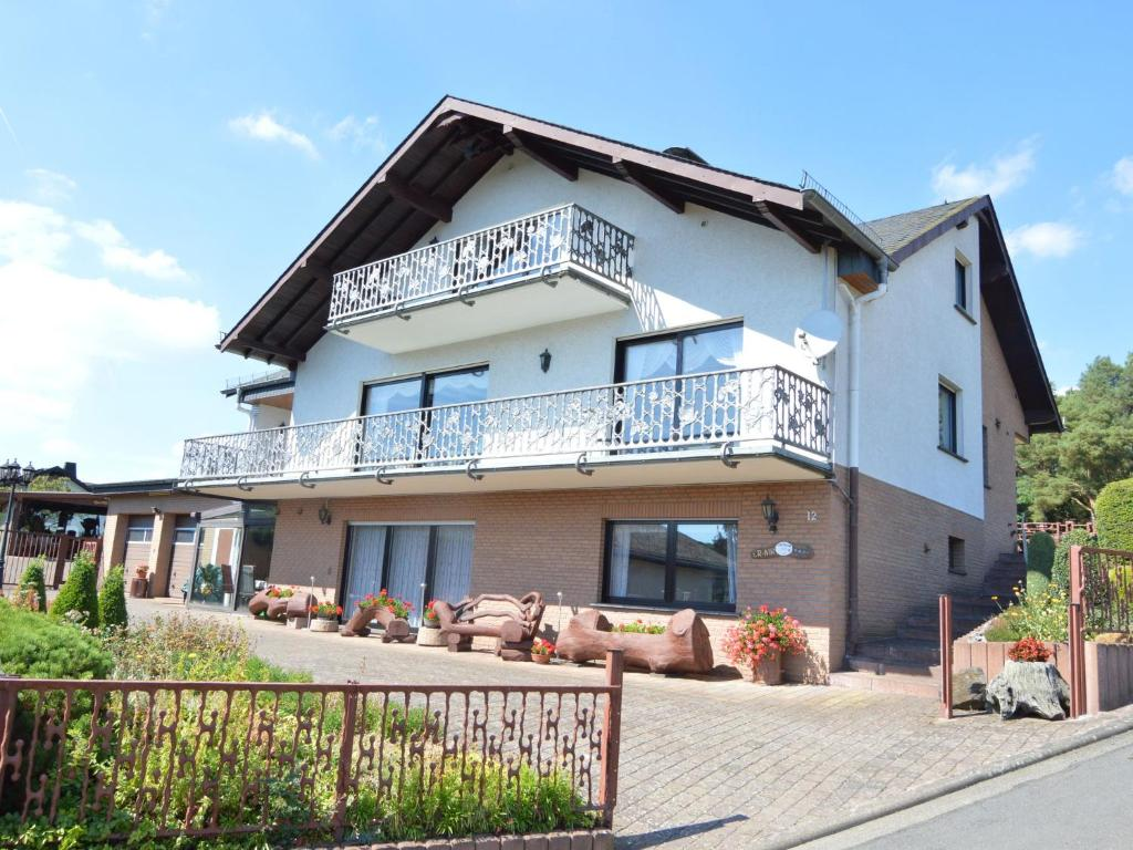 Hotels in der Nähe : Holiday Home Retterath Lirstal