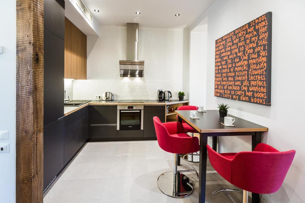 Virtuvė arba virtuvėlė apgyvendinimo įstaigoje Riga Lux Apartments - Skolas