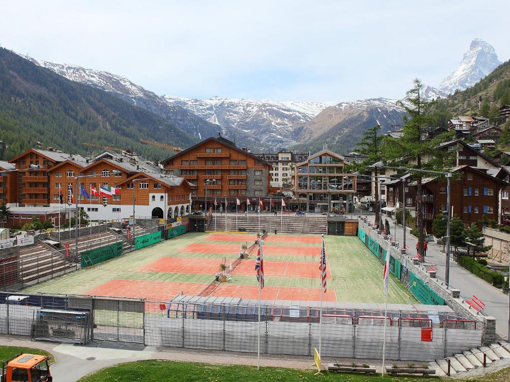 Appartement whymper suisse zermatt for Piscine zermatt
