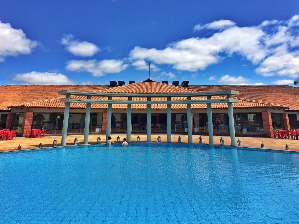 The swimming pool at or near Tenondé Park Hotel