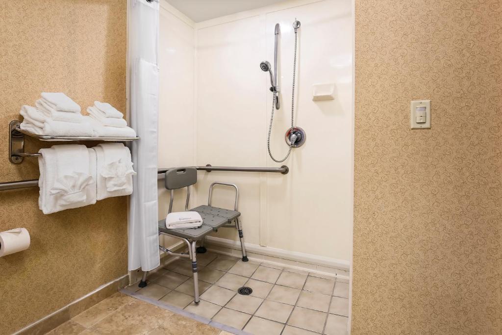 Red Lion Inn & Suites Hattiesburg, Hattiesburg – Updated
