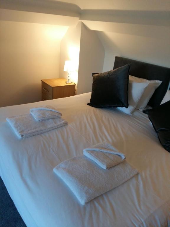 Ein Bett oder Betten in einem Zimmer der Unterkunft The Tushmore