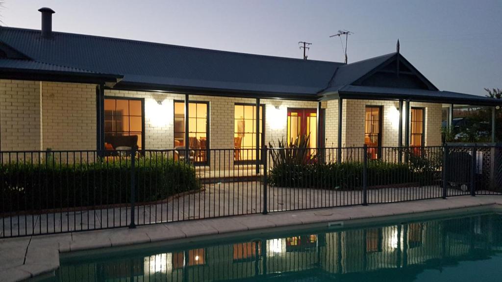 vacation home kia ora lookout retreat, gloucester, australia