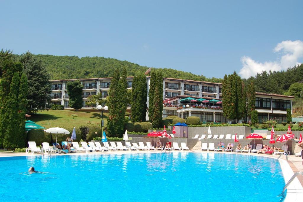 Het zwembad bij of vlak bij Hotel Makpetrol Struga