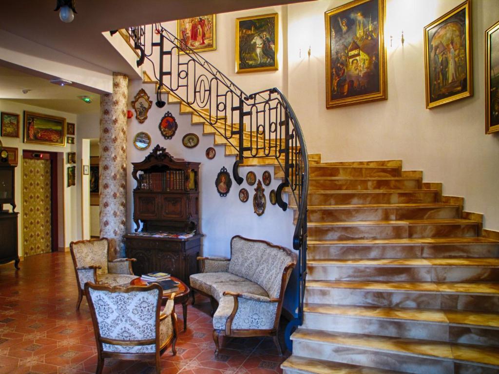 A seating area at Hotel Puntijar