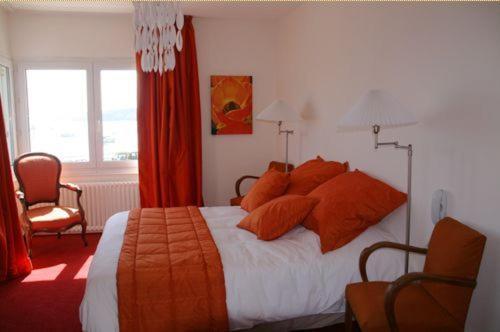 Un ou plusieurs lits dans un hébergement de l'établissement Hotel Le Suroit