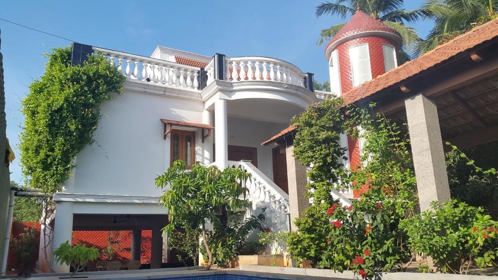 Jpr villa pondicherry india for Villas in pondicherry with swimming pool