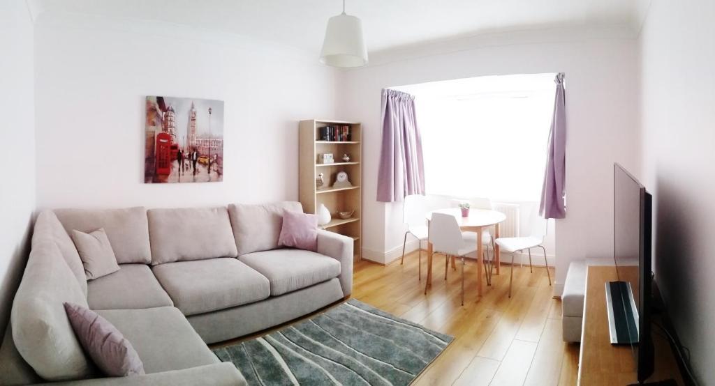 Swakeleys Apartment Ickenham Uk Booking Com