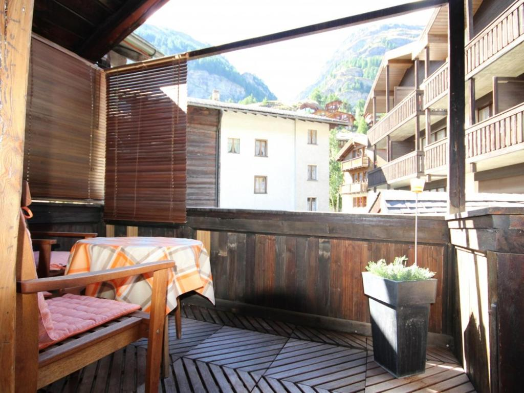 Apartment Beim Kirchplatz, Zermatt, Switzerland - Booking.com