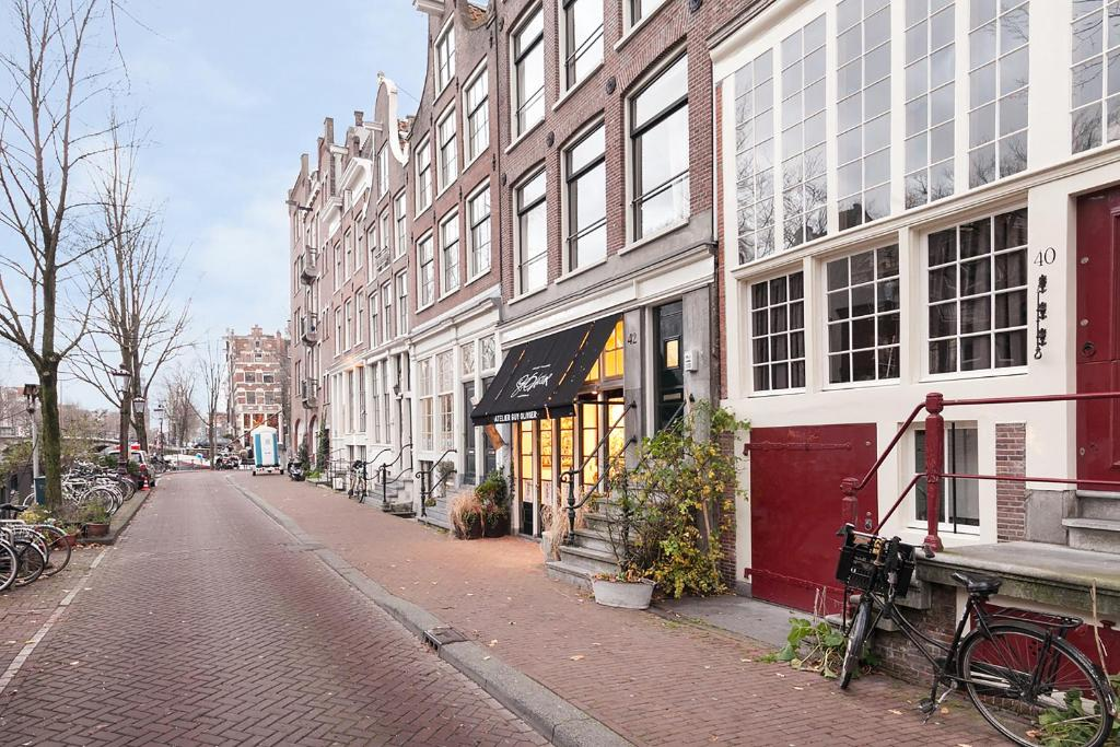 Apartment jordaan canal view amsterdam netherlands for Design apartment jordaan amsterdam