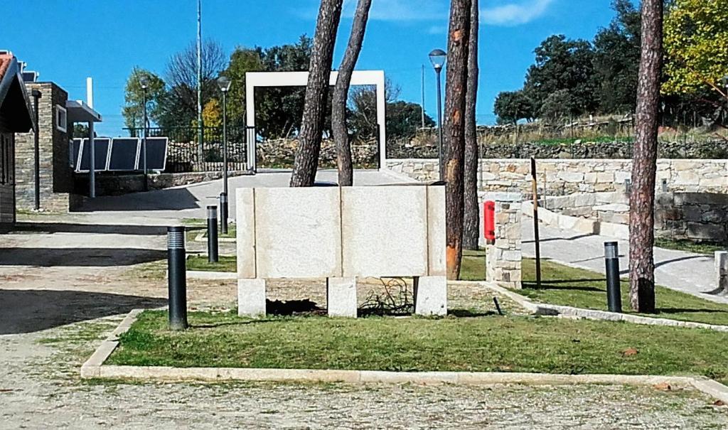 Muebles en miranda do douro la imagen puede contener for Muebles miranda do douro