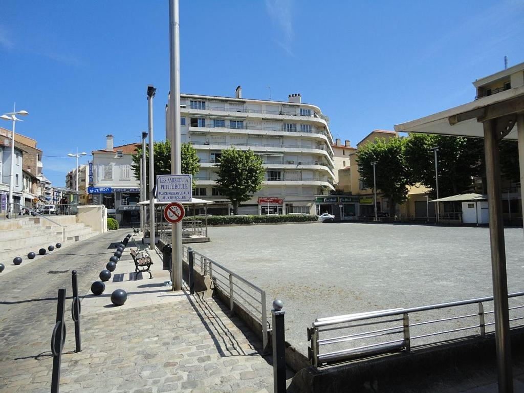 Appartement f2 proche plage du veillat saint rapha l for Appartement f2