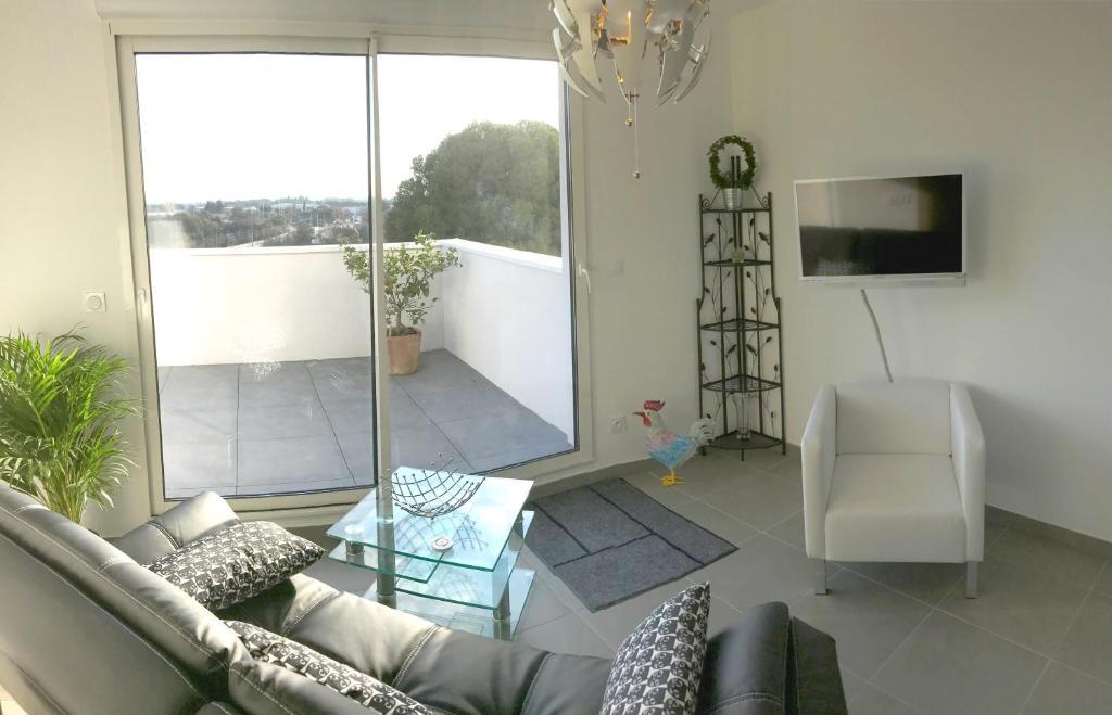 maison du monde saint jean de vedas with maison du monde saint jean de vedas. Black Bedroom Furniture Sets. Home Design Ideas