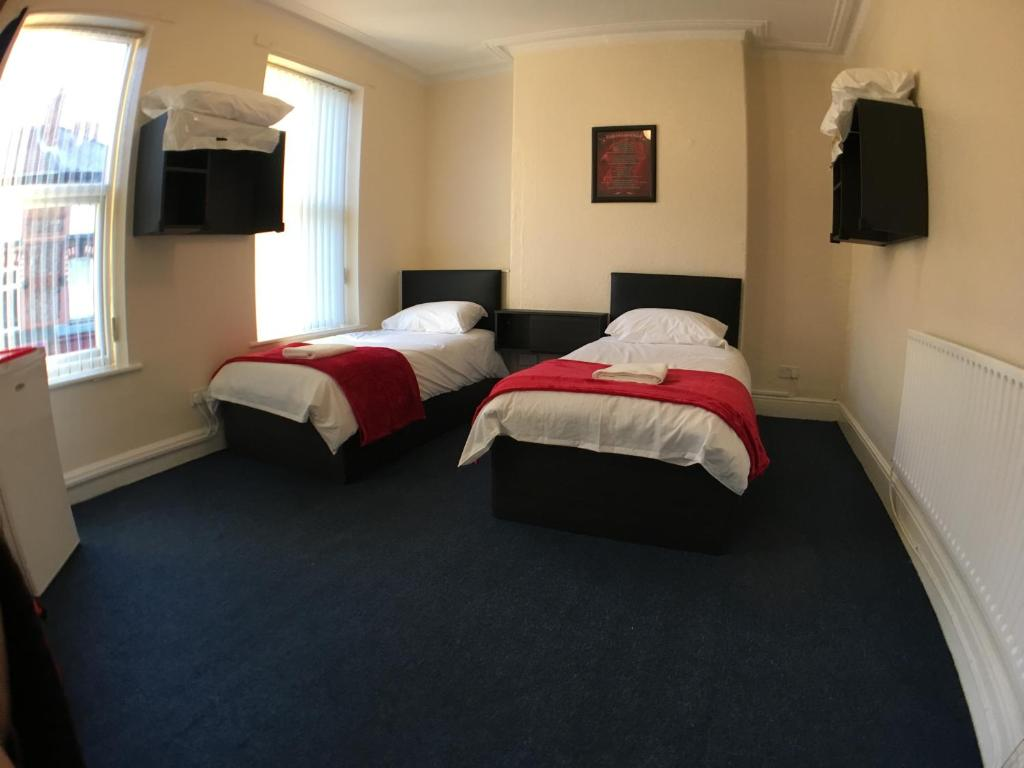 Liverpool Wallpaper For Bedroom Bed And Breakfast Anfield Rooms Liverpool Uk Bookingcom