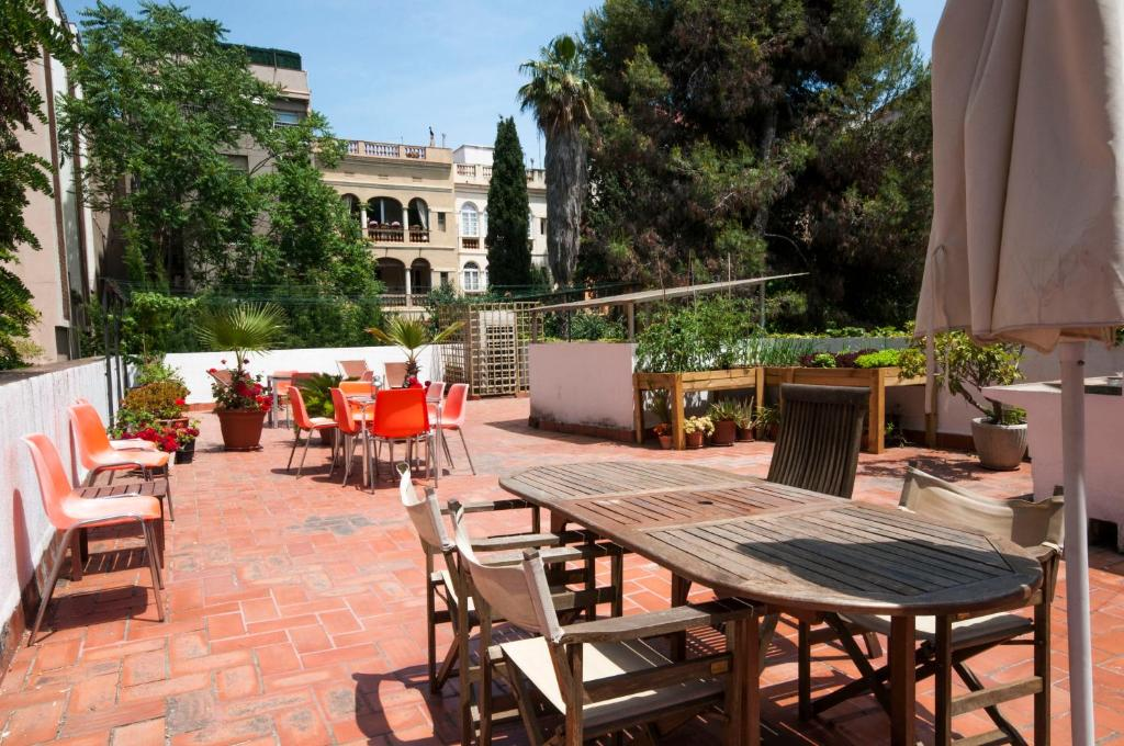A restaurant or other place to eat at Residencia Albergue Studio
