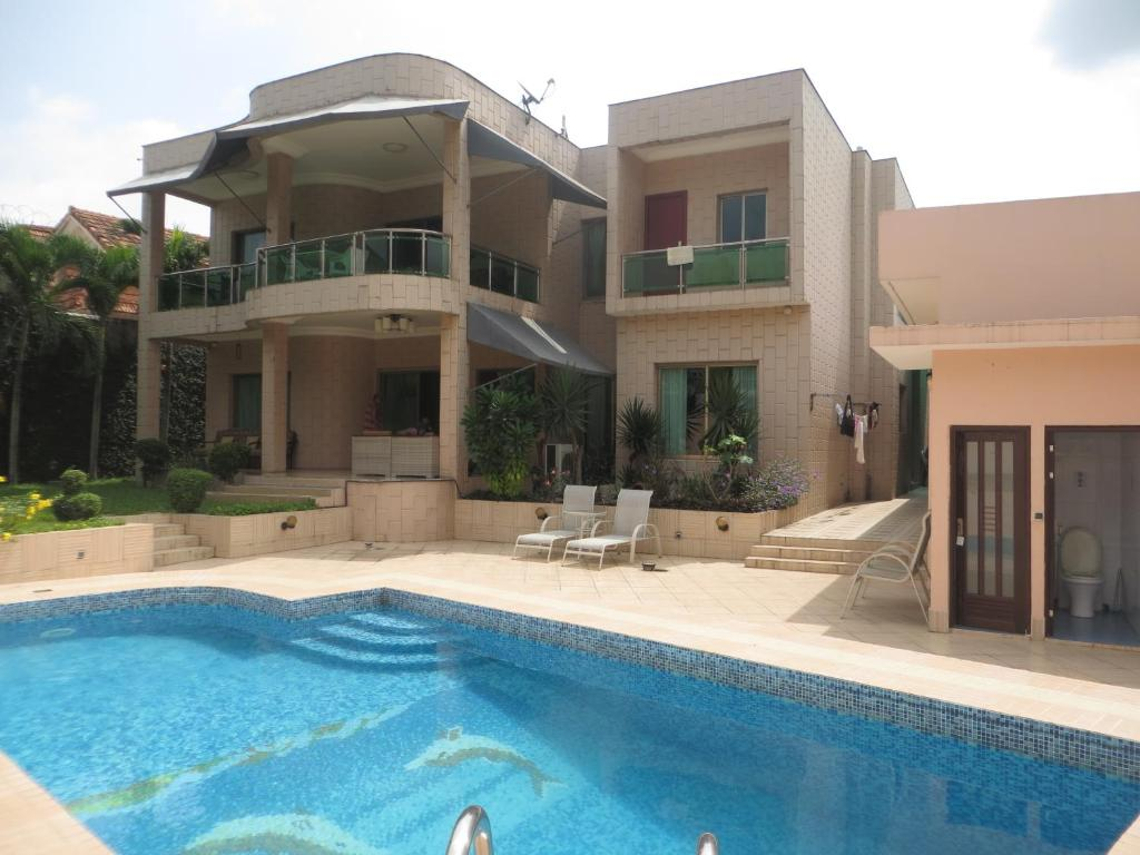 Villa avec piscine abidjan ivory coast for Camping ceret avec piscine